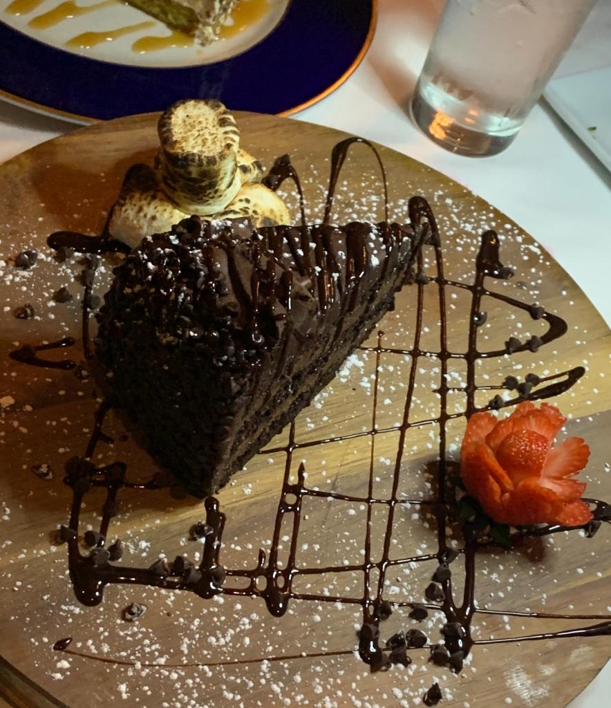 chocolatecakewaldenslakeviewdining